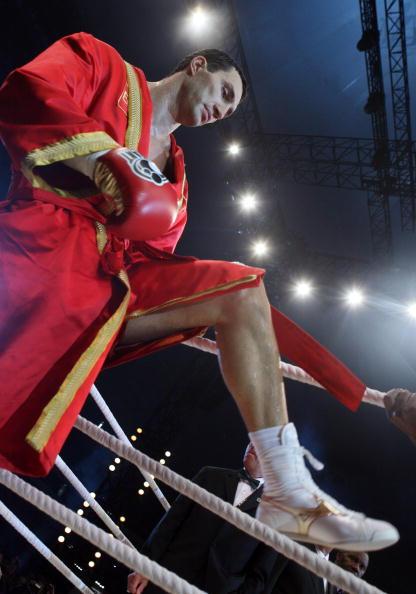 Бой Кличко. Фото: Christof Koepsel/Thorsten Wagner/PATRIK STOLLARZ/AFP/Getty Images