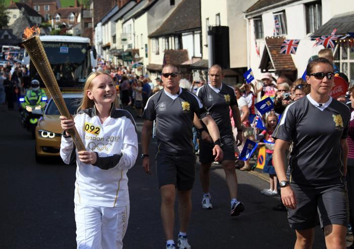 Олимпийский огонь продолжает свое путешествие по Великобритании. Фоторепортаж. Фото: Matt Cardy/Getty Images