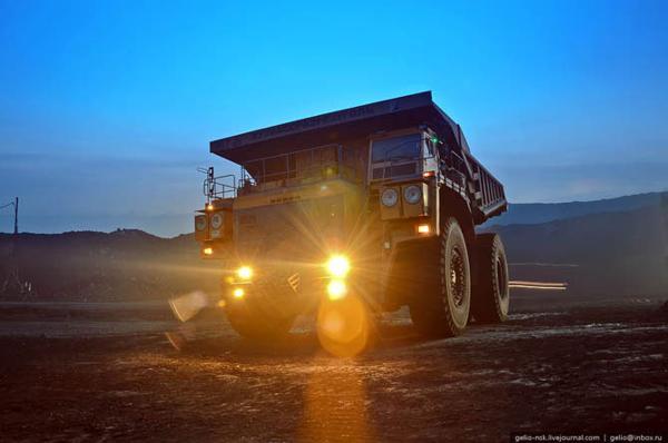 БелАЗ-75600  –  самый большой грузовой автомобиль. Фоторепортаж. Фото с сайта fresher.ru