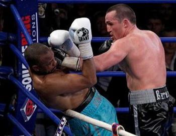 Боксер Денис Лебедев нокаутировал чемпиона мира Роя Джонса. Фото с сайта skuky.net