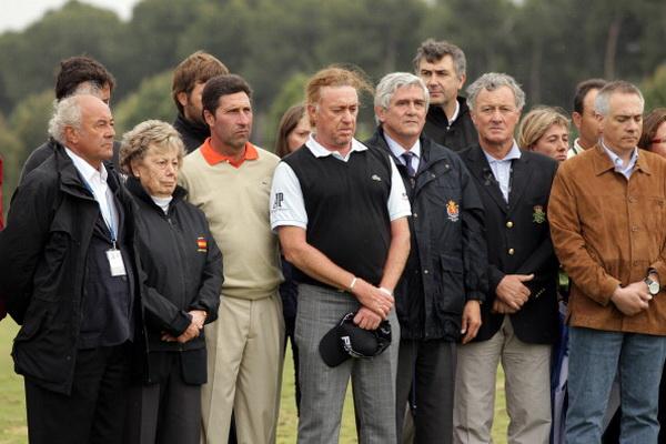 Фоторепортаж о проведении минуты молчания в честь скончавшегося гольфиста Севе Бальестероса в Мадриде. Фото: Julian Finney/Getty Images