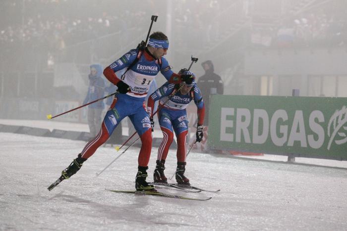 Евгений Гараничев и Антон Шипулин на эстафете по биатлону в Оберхофе, 4 января. Фото: Christophe Pallot / Agence Zoom / Getty Images