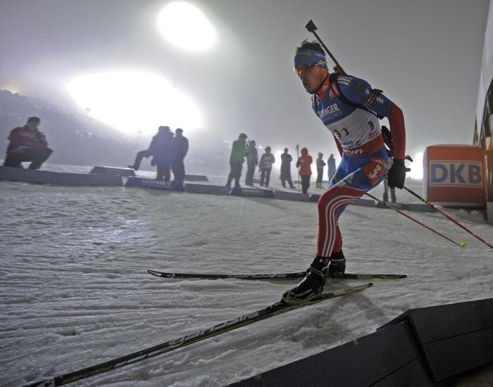 Антон Шипулин проходит этап эстафеты по биатлону в Оберхофе, 4 января. Фото: ROBERT MICHAEL/AFP/Getty Images