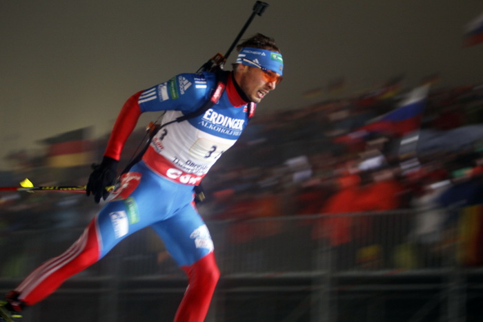 Антон Шипулин проходит этап эстафеты по биатлону в Оберхофе, 4 января. Фото: Christophe Pallot / Agence Zoom / Getty Images