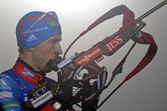 Дмитрий Малышко проходит этап эстафеты по биатлону в Оберхофе, 4 января. Фото: ROBERT MICHAEL/AFP/Getty Images