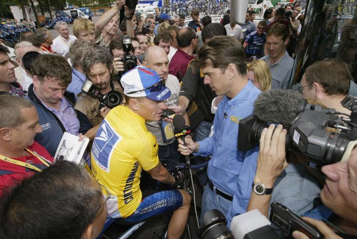 Лэнс Армстронг на гонке «Тур де Франс» 7 июля 2002 года. Фото: Mike Powell/Getty Images