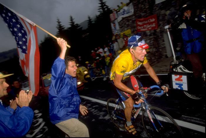 Лэнс Армстронг на гонке «Тур де Франс» 13 июля 1999 года. Фото: Doug Pensinger / Allsport