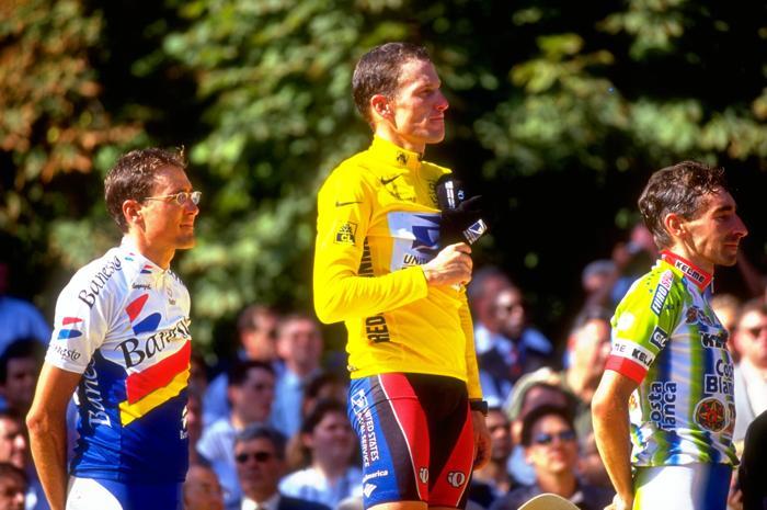 Лэнс Армстронг на гонке «Тур де Франс» 25 июля 1999 года. Фото: Doug Pensinger / Allsport