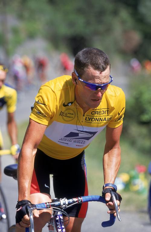 Лэнс Армстронг на гонке «Тур де Франс» 15 июля 2000 года. Фото: Mike Powell / Allsport