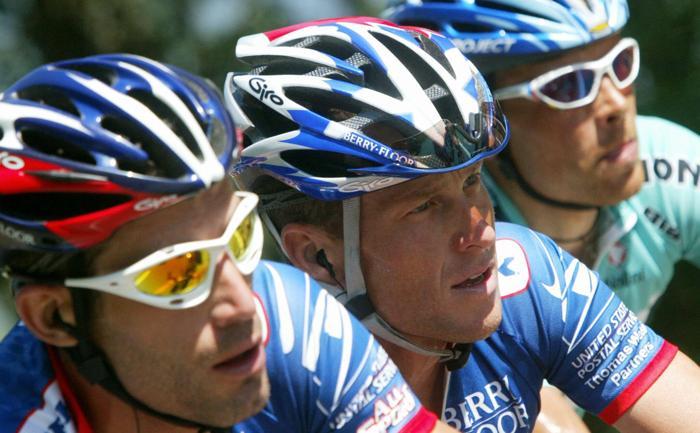 Лэнс Армстронг на гонке «Тур де Франс» 13 июля 2003 года. Фото: FRANCK FIFE / AFP / Getty Images
