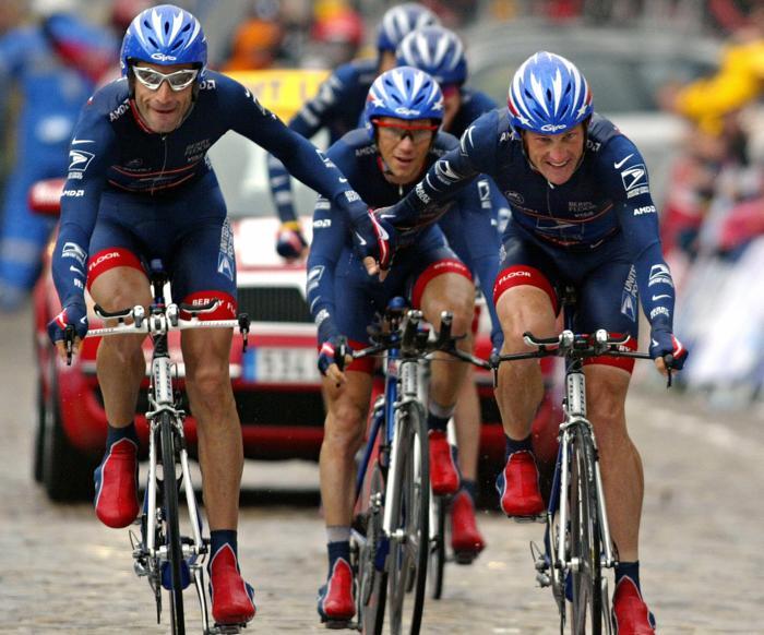 Лэнс Армстронг на гонке «Тур де Франс» 7 июля 2004 года. Фото: SEBASTIEN BERDA/AFP/Getty Images