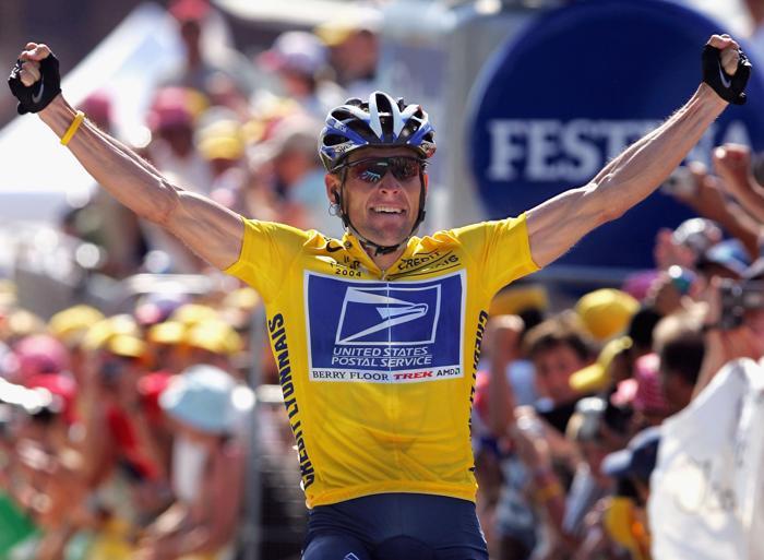 Лэнс Армстронг на гонке «Тур де Франс» 22 июля 2004 года. Фото: Doug Pensinger / Getty Images