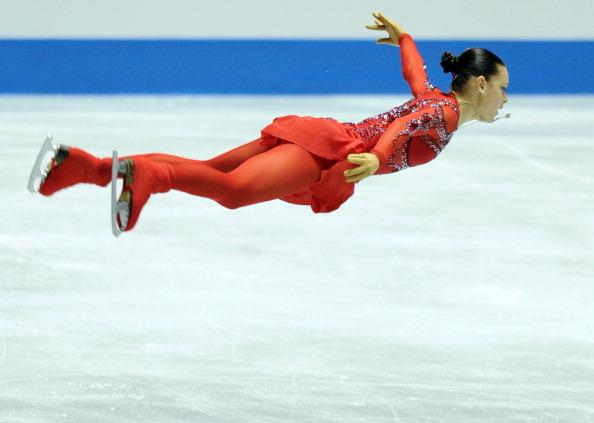 Аделина Сотникова во время выступления в короткой программе женского одиночного катания на Мировом кубке в Токио. Фоторепортаж. Фото: TOSHIFUMI KITAMURA/AFP/Getty Images