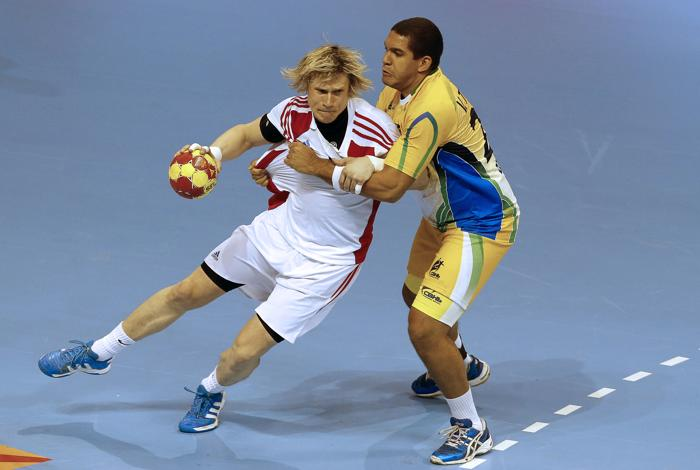 Матч по гандболу между сборными России и Бразилии, 20 января 2012 года, Сарагоса, Испания.  Фото: JOSE JORDAN/AFP/Getty Images
