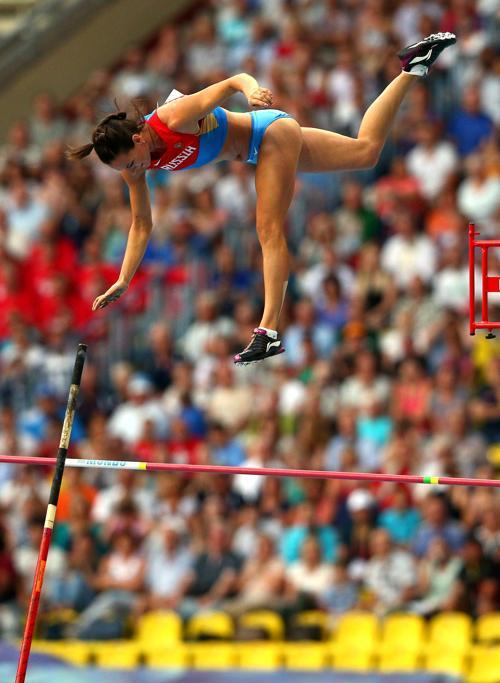 Елена Исимбаева стала трёхкратной чемпионкой, выиграв золото ЧМ в Москве. Фото: Cameron Spencer/Getty Images