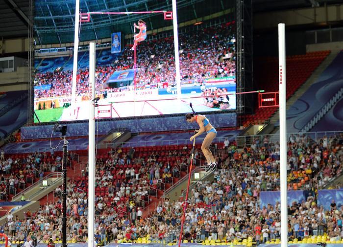 Елена Исимбаева стала трёхкратной чемпионкой, выиграв золото ЧМ в Москве. Фото: Ian Walton/Getty Images