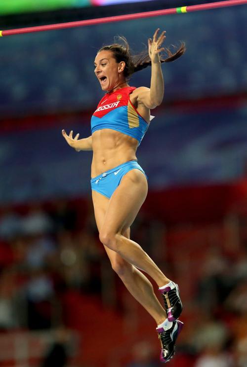 Елена Исимбаева стала трёхкратной чемпионкой, выиграв золото ЧМ в Москве. Фото: Julian Finney/Getty Images