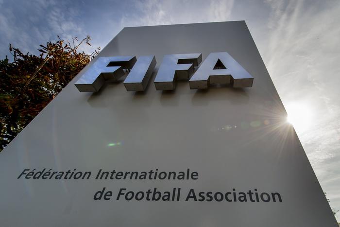 Федерация футбольных ассоциаций объявила о продолжении реализации программы по борьбе с расизмом и дискриминацией. Фото: FABRICE COFFRINI/AFP/Getty Images