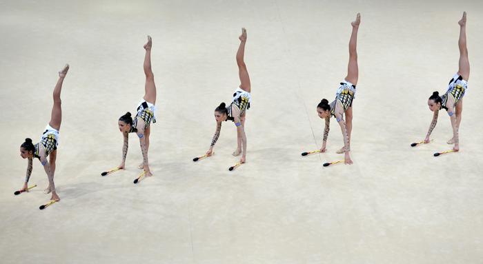 Выступление греческой команды по художественной гимнастике на чемпионате мира в Киеве 31 августа 2013 года. Фото: SERGEI SUPINSKY/AFP/Getty Images
