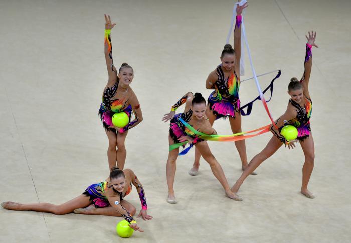 Выступление белорусской команды по художественной гимнастике на чемпионате мира в Киеве 31 августа 2013 года. Фото: SERGEI SUPINSKY/AFP/Getty Images