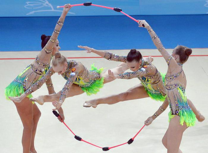 Выступление команды России в последний день чемпионата мира по художественной гимнастике в Киеве 1 сентября 2013 года. Фото: SERGEI SUPINSKY/AFP/Getty Images