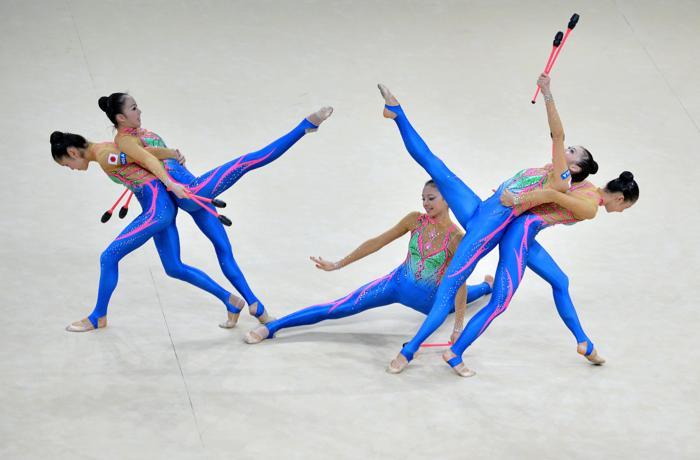 Выступление команды Японии в последний день чемпионата мира по художественной гимнастике в Киеве 1 сентября 2013 года. Фото: SERGEI SUPINSKY/AFP/Getty Images