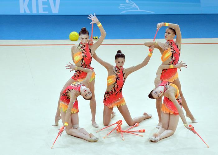Выступление команды Испании в последний день чемпионата мира по художественной гимнастике в Киеве 1 сентября 2013 года. Фото: SERGEI SUPINSKY/AFP/Getty Images