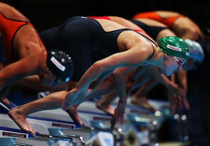 Юлия Ефимова выиграла второе золото на Чемпионате мира по водным видам спорта, став первой на дистанции 50 метров 4 августа 2013 года в Барселоне (Испания). Фото: Clive Rose/Getty Images