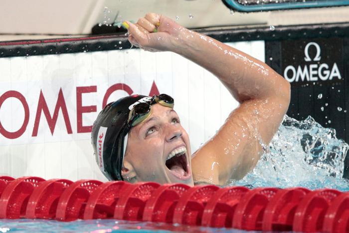 Юлия Ефимова выиграла второе золото на Чемпионате мира по водным видам спорта, став первой на дистанции 50 метров 4 августа 2013 года в Барселоне (Испания). Фото: Adam Pretty/Getty Images