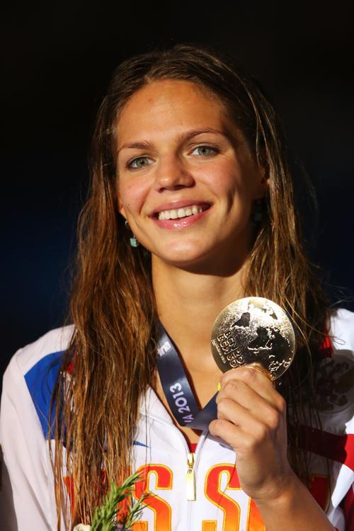 Юлия Ефимова выиграла второе золото на Чемпионате мира по водным видам спорта, став первой на дистанции 50 метров 4 августа 2013 года в Барселоне (Испания). Фото: Quinn Rooney/Getty Images