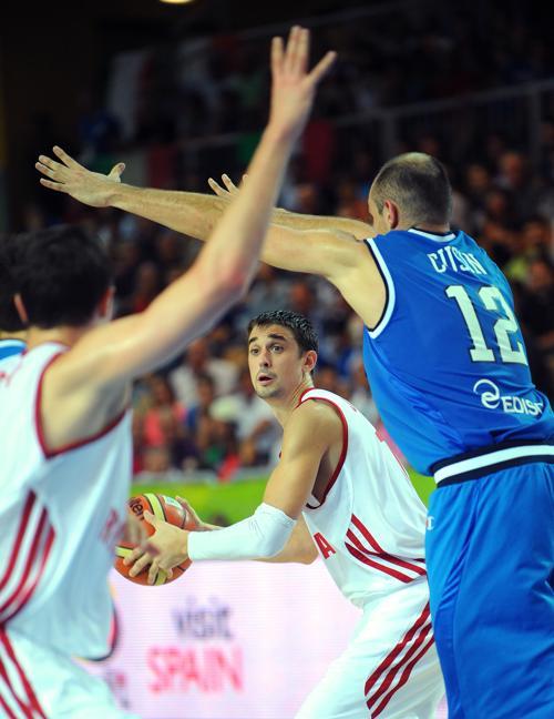 Российская сборная по баскетболу встретилась с итальянцами 4 сентября 2013 года в словенском Копере на чемпионате Европы. Итальянские баскетболисты одержали победу со счётом 76:69. Фото: ANDREJ ISAKOVIC/AFP/Getty Images