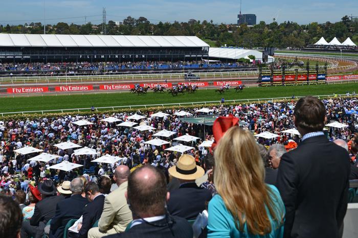 В Австралии 4 октября 2013 года прошёл второй день скачек Кубка Мельбурна за главный трофей мероприятия. Фото: Vince Caligiuri/Getty Images