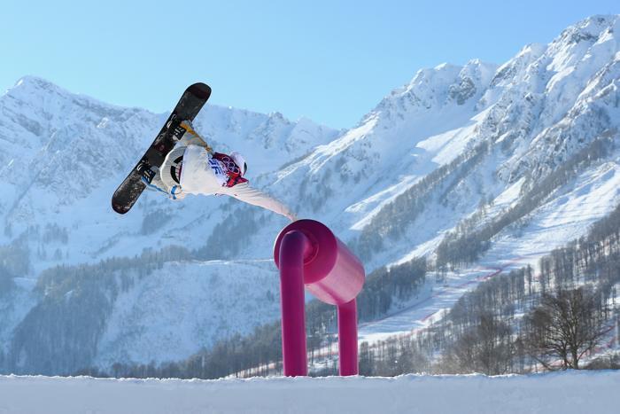 Свен Тогрен (Sven Thorgren) из Швеции на тренировке сноубордистов по слоупстайлу на Розе Хутор в Сочи 5 февраля 2014 года. Фото: Cameron Spencer/Getty Images