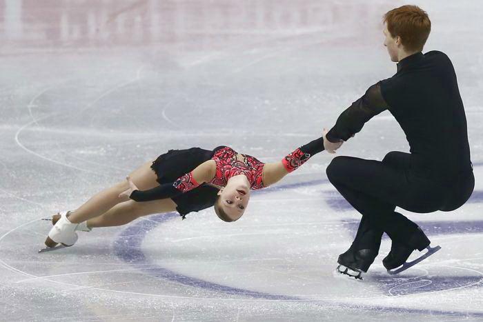 Владимир Морозов и Евгения Тарасова выступили с короткой программой в первый день Гран-при в японской Фукуоке 5 декабря 2013 года. Фото: Chris McGrath / Getty Images