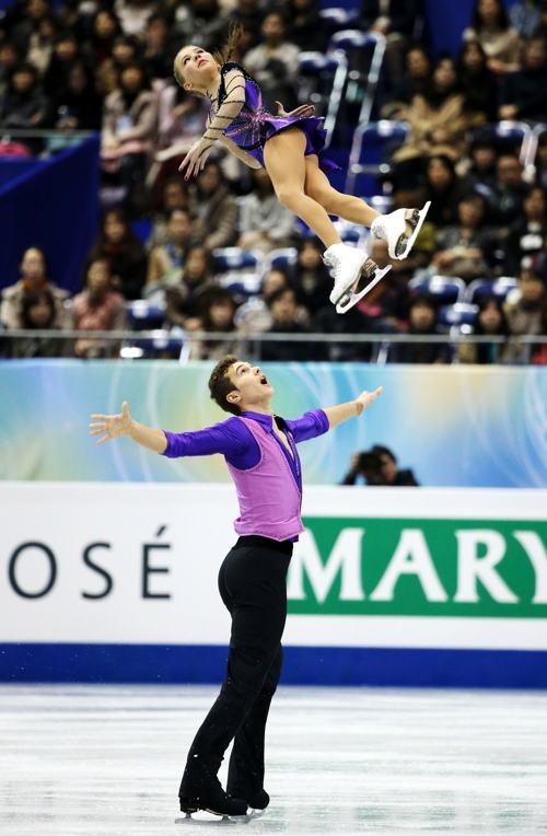 Егор Закроев и Мария Выгалова выступили с короткой программой в первый день Гран-при в японской Фукуоке 5 декабря 2013 года. Фото: Atsushi Tomura/Getty Images