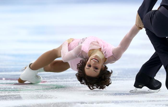 Меган Дюамель и Эрик Рэдфорд из Канады выступают в короткой программе на Олимпийских играх в Сочи 6 февраля 2014 года. Фото: Clive Mason/Getty Images