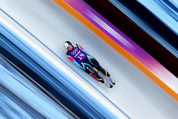 Валентин Крету из Румынии тренируется в санном спорте в центре «Санки» в Сочи 6 февраля, в последний день перед началом зимней Олимпиады 2014. Фото: Julian Finney/Getty Images