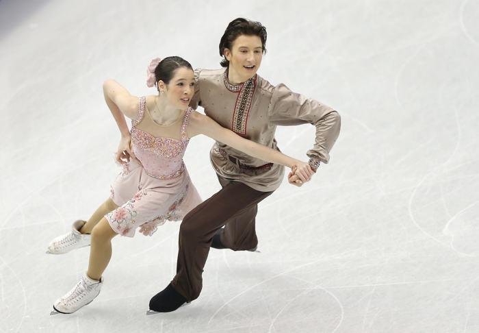 Анна Яновская и Сергей Мозгов продолжили борьбу за лидерство среди танцоров в финале Гран-при по фигурному катанию в Фукуоке 7 декабря 2013 года. Фото: Atsushi Tomura/Getty Images
