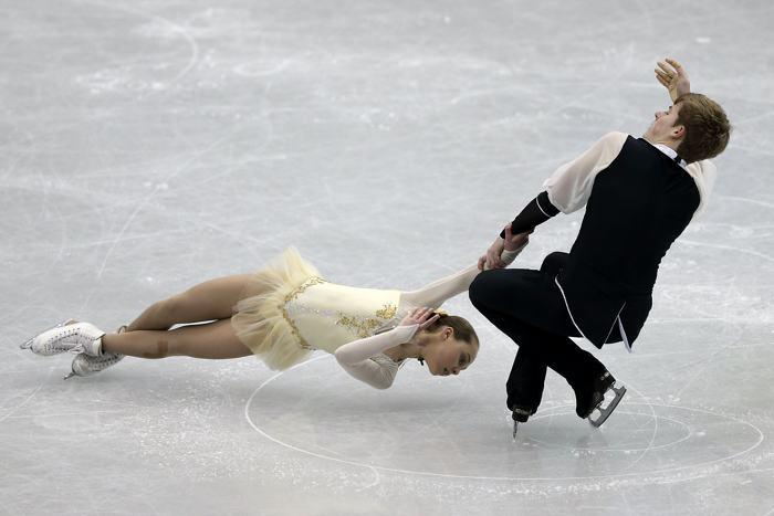 Камилла Гайнетдинова и Иван Бич в финале Гран-при по фигурному катанию в Фукуоке 6 декабря 2013 года. Фото: Chris McGrath / Getty Images
