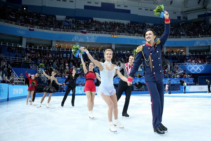 Спортсмены российской сборной 9 февраля стали первыми в командном турнире по фигурному катанию на Олимпиаде в Сочи. Фото: Matthew Stockman/Getty Images