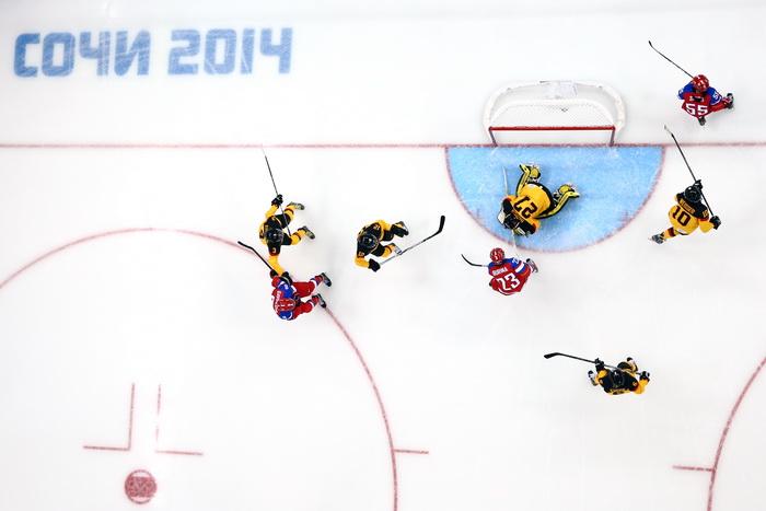 Сборная российских хоккеисток провела первый матч Олимпийских игр в Сочи, победив спортсменок из Германии 9 февраля 2014 года. Фото: Martin Rose/Getty Images