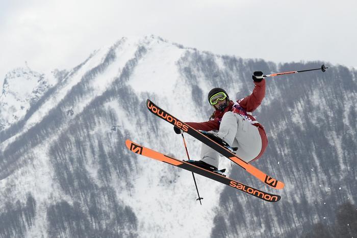 Первой в квалификации Олимпийских игр по ски-слоупстайлу в Сочи стала канадская спортсменка Дара Хоуэлл 11 февраля 2014 года. Фото: FRANCK FIFE/AFP/Getty Images
