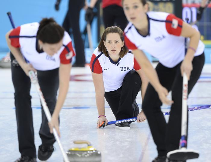Российская сборная по кёрлингу выиграла сегодня матч со спортменками США. Счёт игры 9:6. Фото: JONATHAN NACKSTRAND/AFP/Getty Images