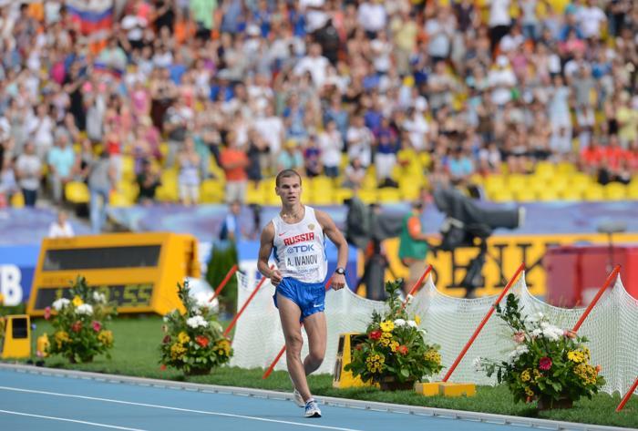 Александр Иванов 10 августа 2013 года принёс для России первое золото Чемпионата мира по лёгкой атлетике. Фото: KIRILL KUDRYAVTSEV/AFP/Getty Images