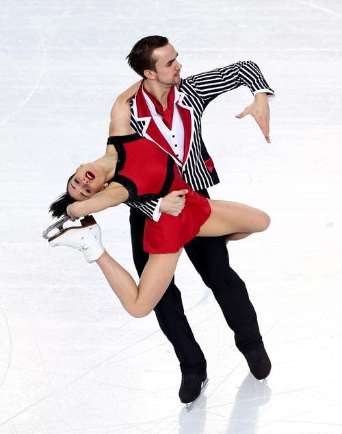 Пара Ксения Столбова и Федор Климов выступают 12 февраля в произвольной программе, за которую они получили серебряную награду Олимпиады в Сочи. Фото: Clive Mason/Getty Images