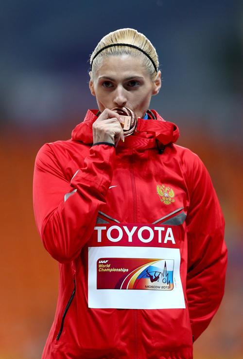 Российская бегунья Антонина Кривошапка 12 августа 2013 года в упорной борьбе финишировала третьей на дистанции 400 метров в московских «Лужниках» на ЧМ по лёгкой атлетике. Фото: Paul Gilham/Getty Images