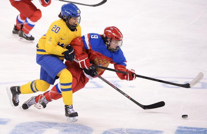 Российская женская сборная по хоккею возглавила свою группу B после того, как победила сборную Швеции 13 февраля со счётом 3:1. Фото: ANDREJ ISAKOVIC/AFP/Getty Images