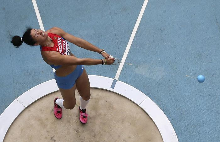 Российская спортсменка Татьяна Лысенко в седьмой день московского Чемпионата мира по лёгкой атлетике выиграла золотую медаль, показав лучший результат в метании молота и установив личный рекорд, на стадионе «Лужники» 16 августа 2013 года. Фото: Fabrizio Bensch - Pool /Getty Images