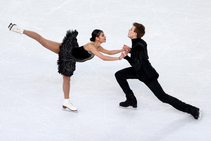 Никита Кацалапов и Елена Ильиных получили бронзовую награду Олимпиады в танцах на льду 17 февраля 2014 года. Фото: Clive Mason/Getty Images