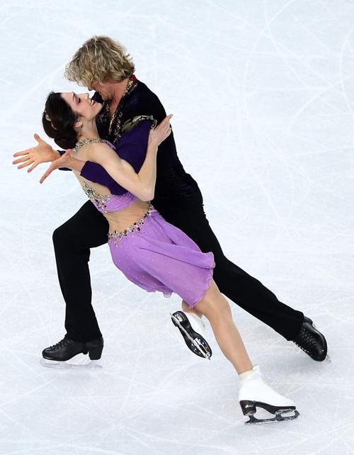 Мерил Дэвис и Чарли Уайт из США стали обладателями «золота» в танцах на льду на Олимпиаде 17 февраля 2014 года. Фото: Matthew Stockman/Getty Images